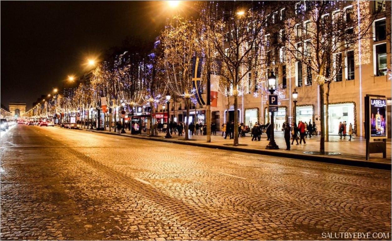 Champs-Elysées à Paris au moment de Noël