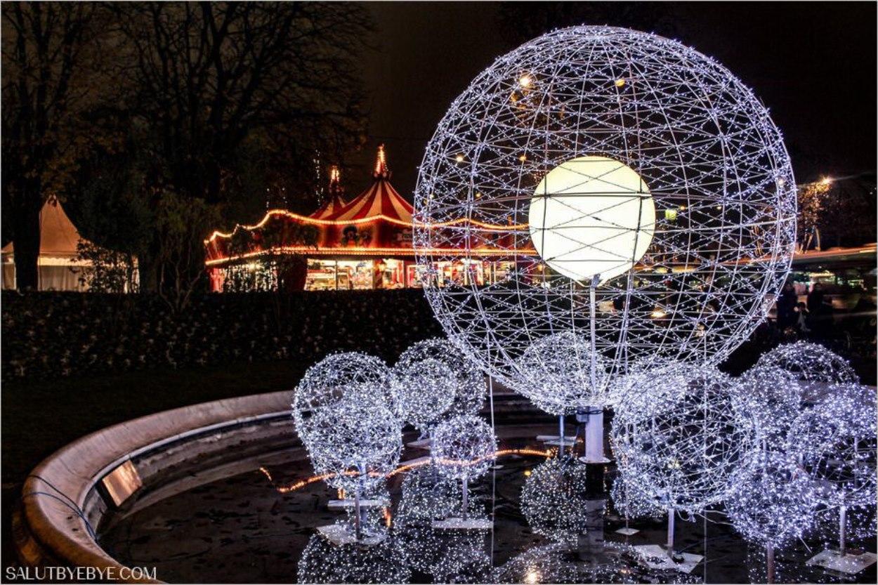 Décorations de Noël près des Champs-Elysées