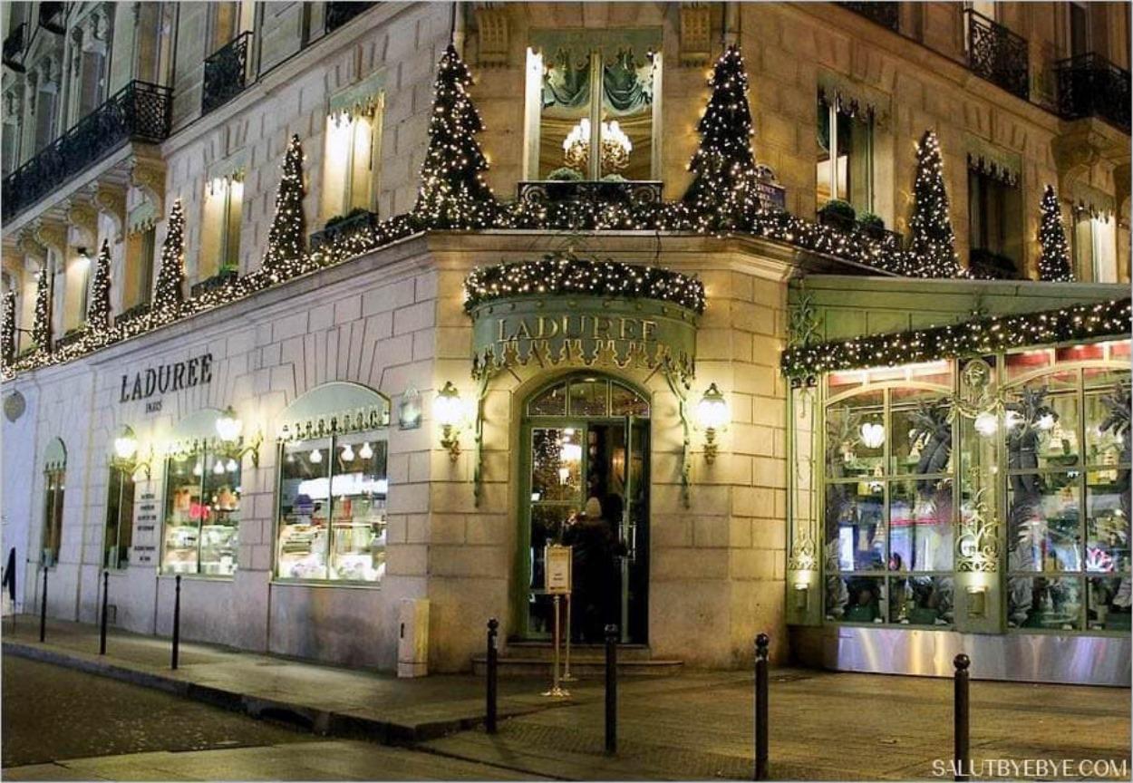 Noël à Paris - Ladurée sur les Champs-Elysées