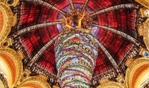D'une vitrine de Noël à Paris à une autre : du rêve sur le boulevard Haussmann