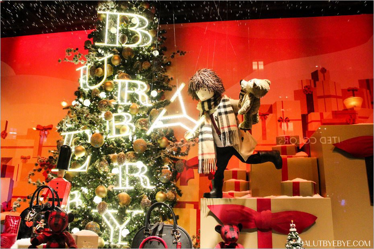 Vitrine de Noël du Printemps avec Burberry