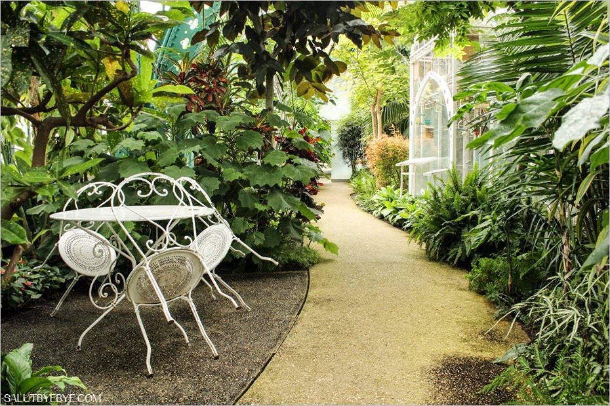 La grande serre dans le jardin des Serres d'Auteuil