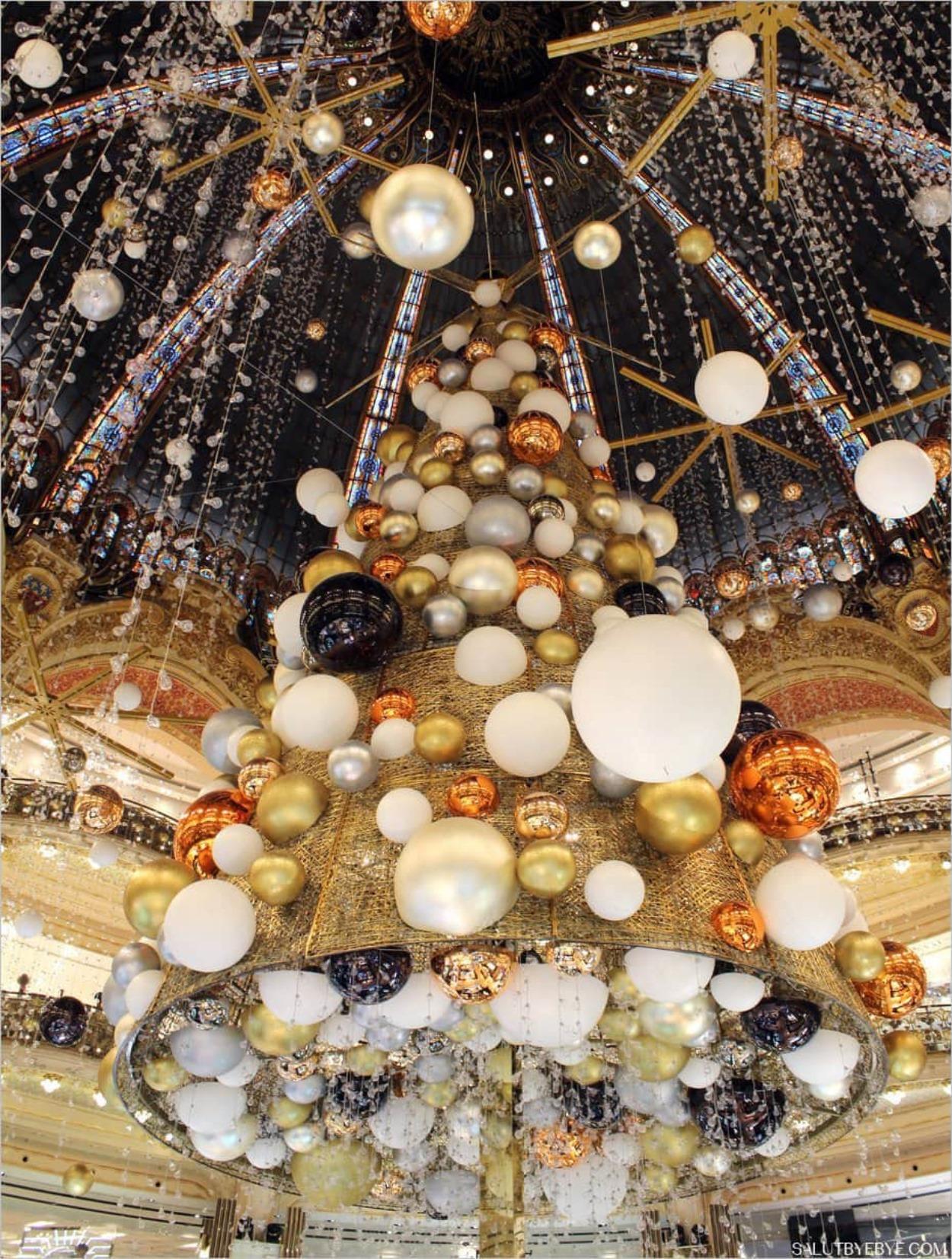 Sapin de Noël des Galeries Lafayette à Paris
