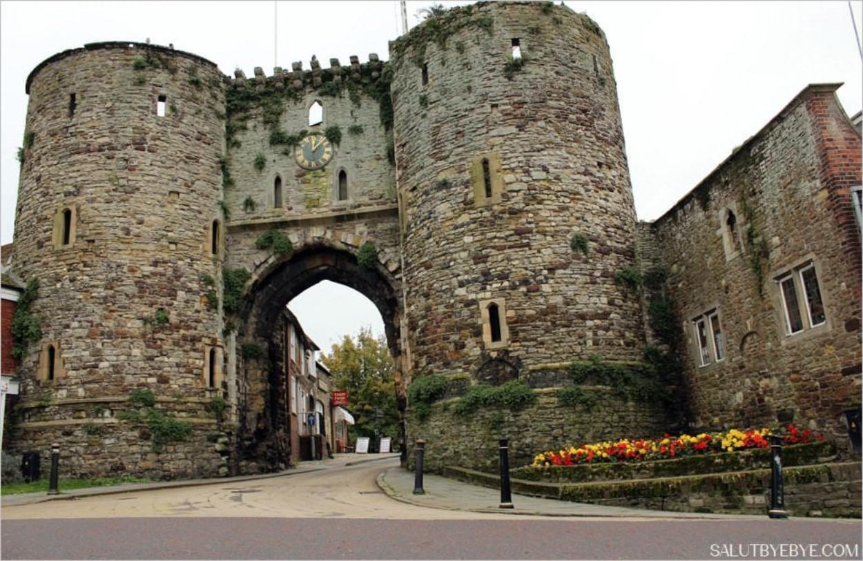 Les fortifications à l'entrée de la vieille ville de Rye, Sussex