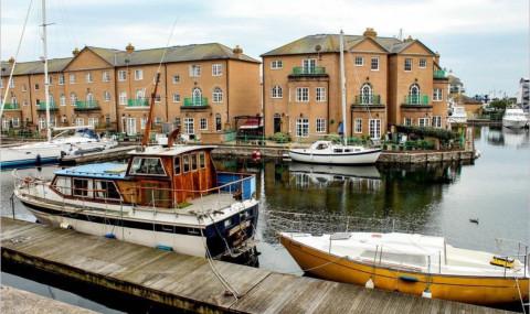 Visiter la Marina de Brighton en Angleterre et le sentier The Undercliff Walk