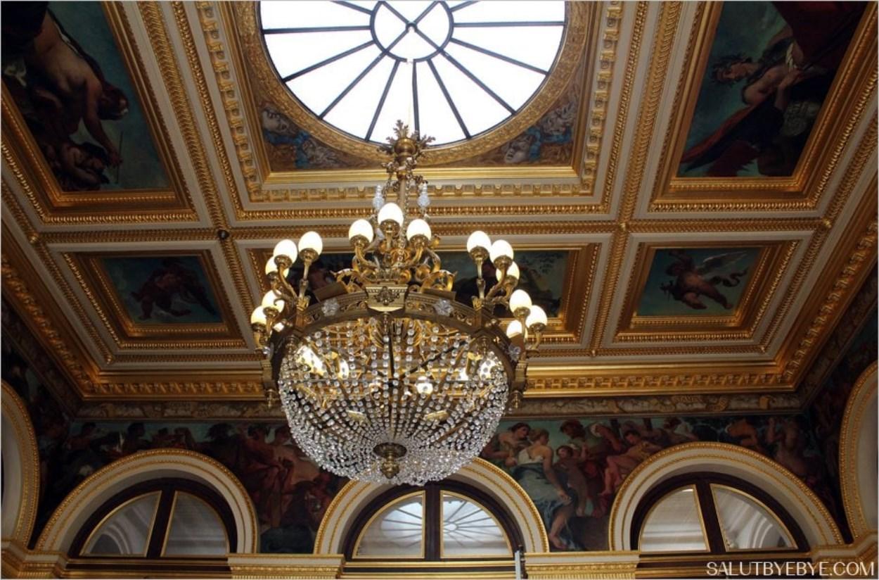 Dans le salon Delacroix de l'Assemblée Nationale