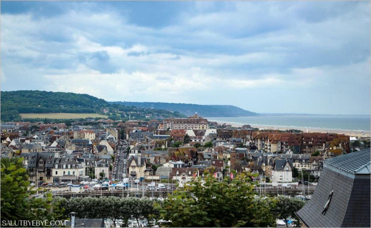 Deauville vue depuis Trouville