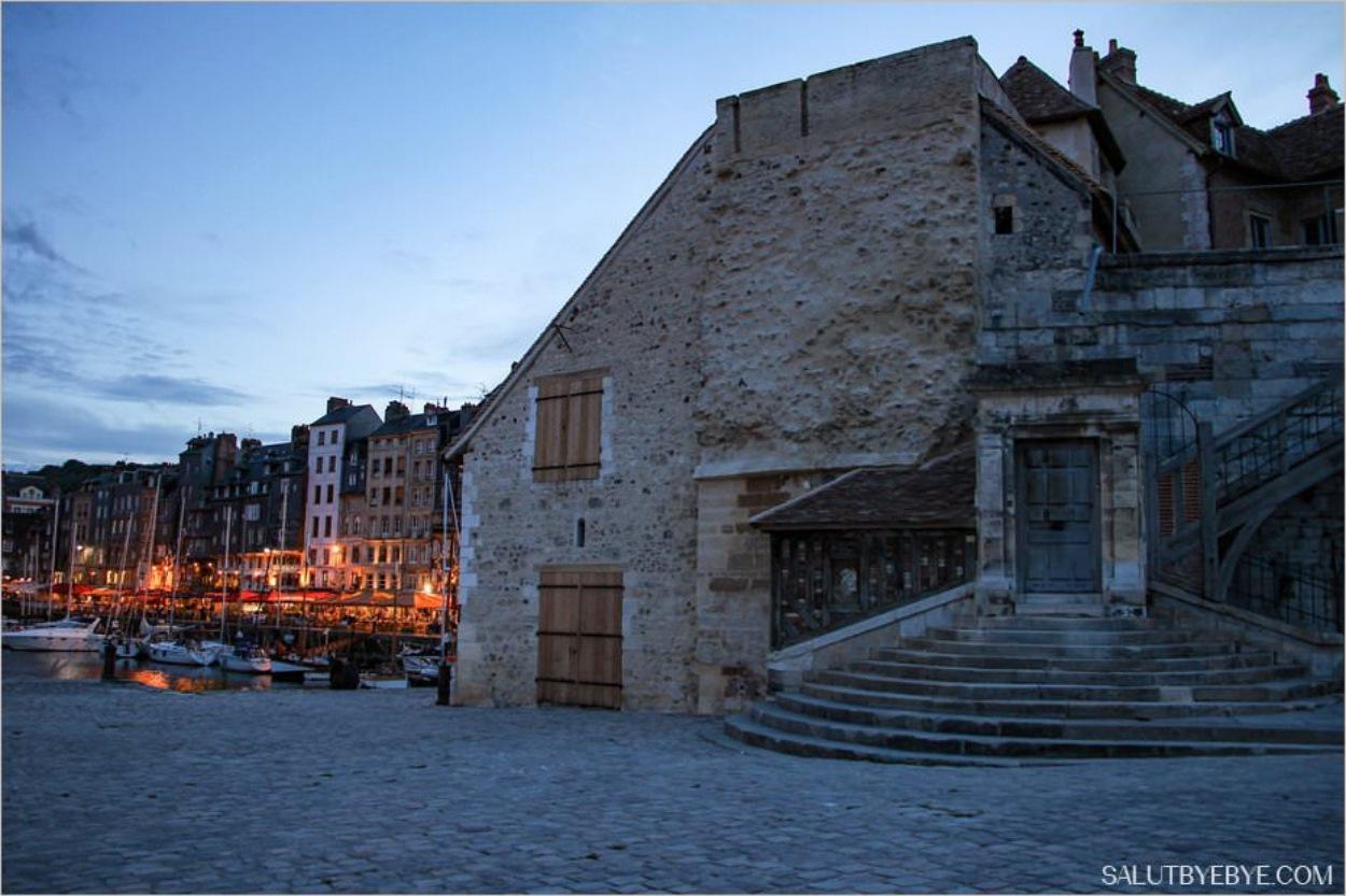 Honfleur de nuit - La Lieutenance, dernier vestige des fortifications qui entouraient la ville