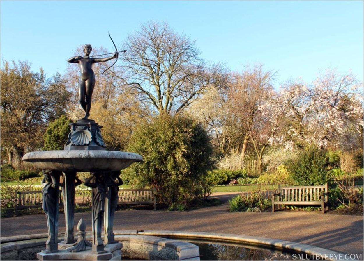 La statue de Diane près du Rose Garden à Hyde Park