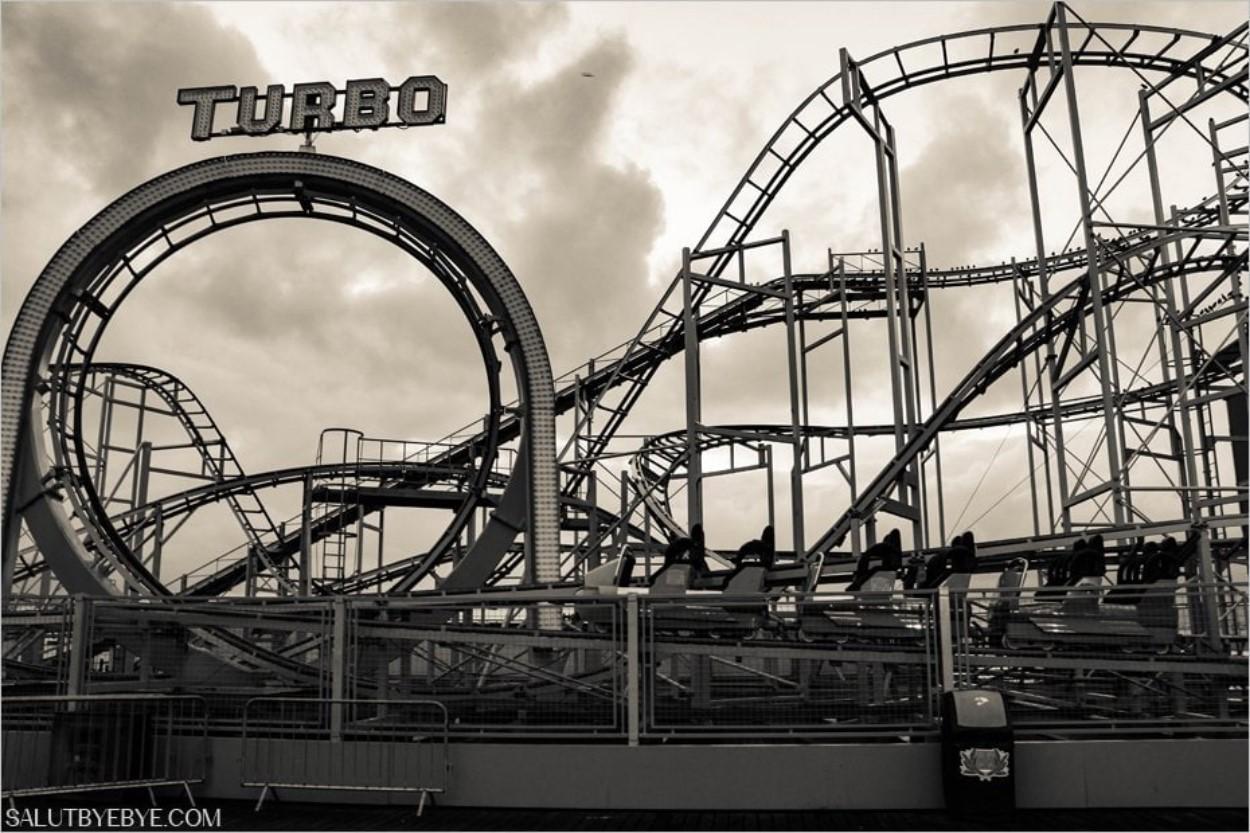 Le Turbo, une montagne russe sur le Brighton Pier