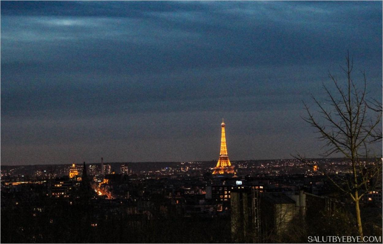 La Tour Eiffel éclairée depuis le Parc de Belleville