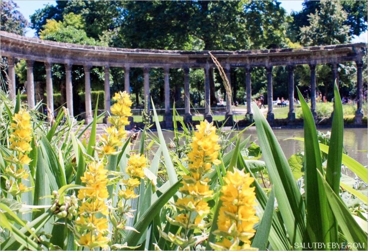 La Naumachie du Parc Monceau et ses colonnes corinthiennes