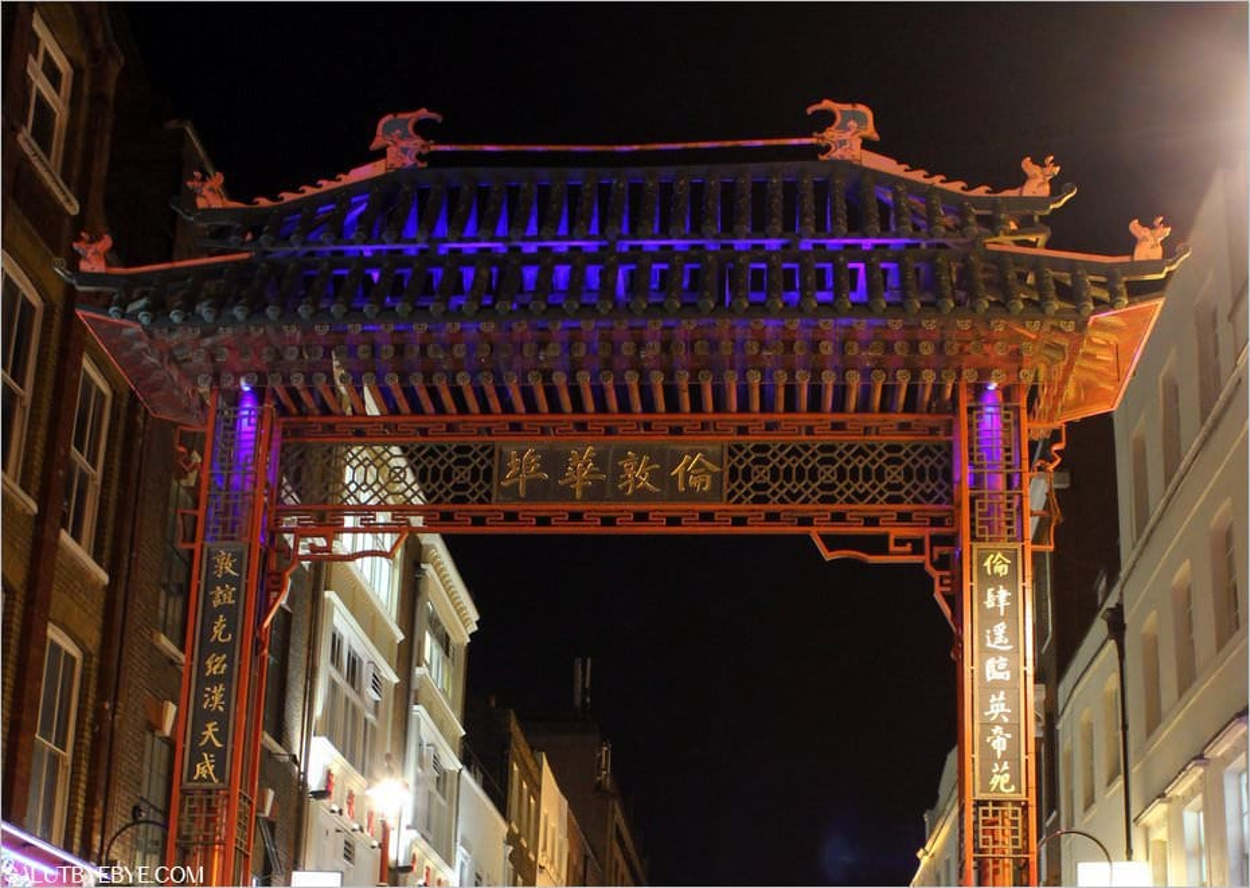 Une arche à l'entrée de Chinatown
