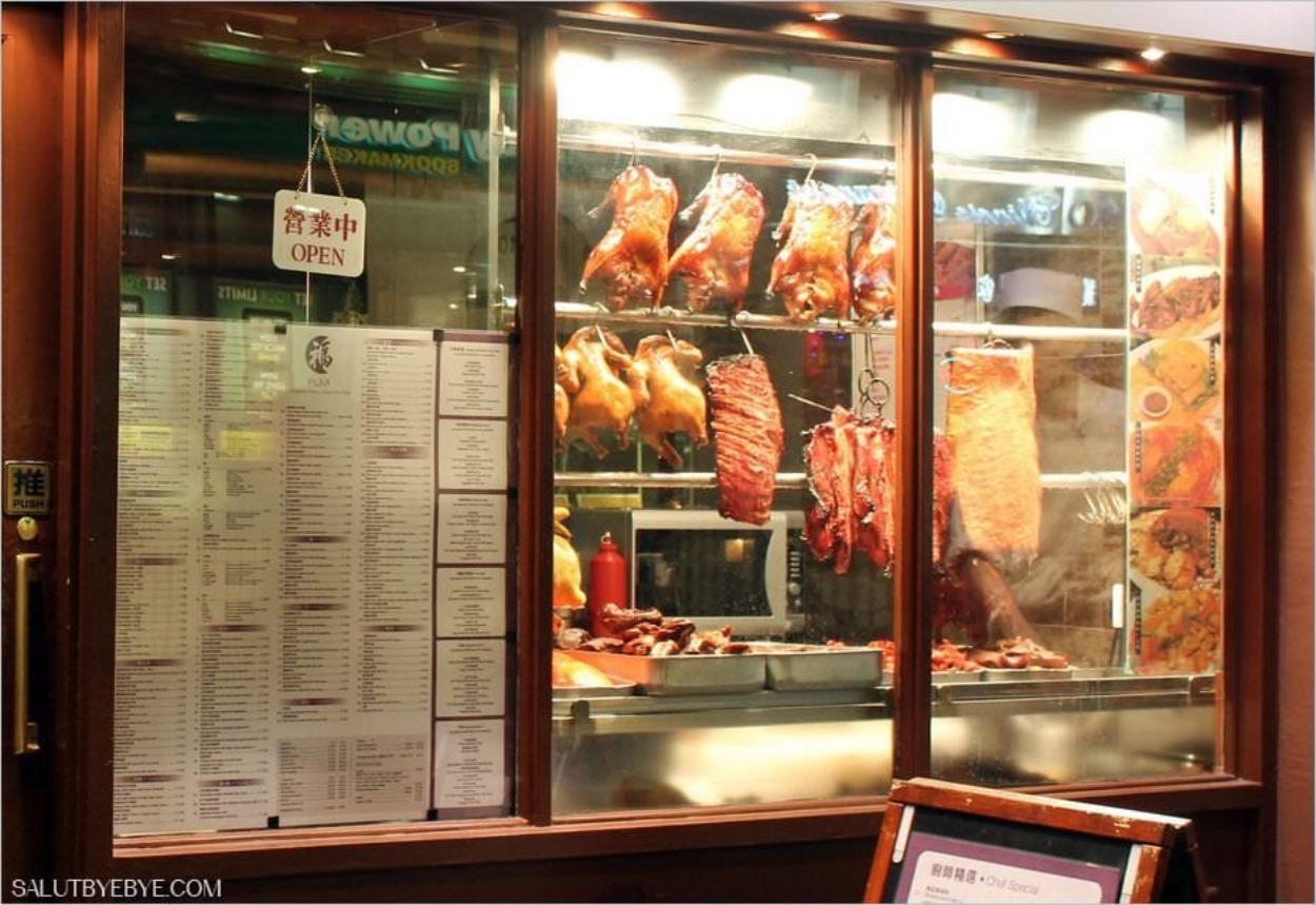 Viandes dans la vitrine d'un restaurant chinois