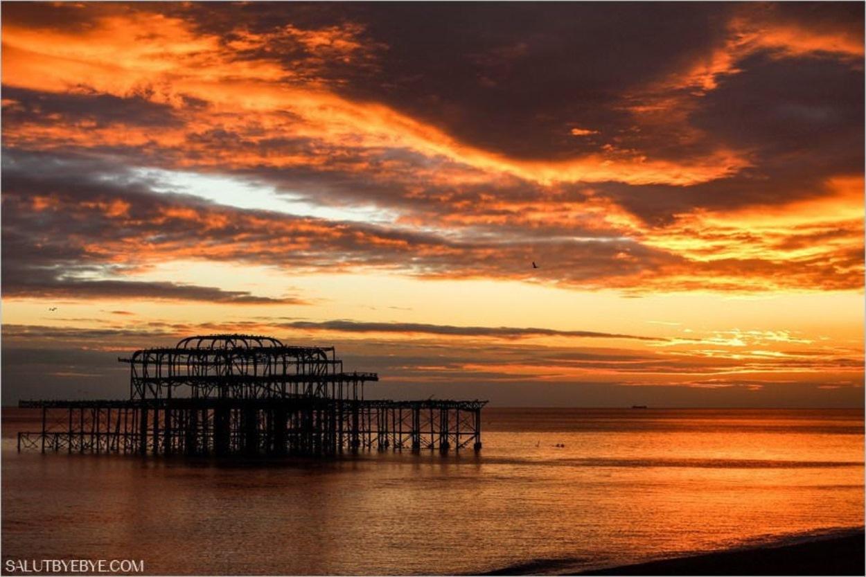 Coucher de soleil sur la plage de Brighton - Le Palace Pier