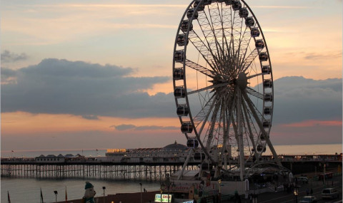 i360 et Brighton Zip, les deux attractions qui ont remplacé la grande roue de Brighton