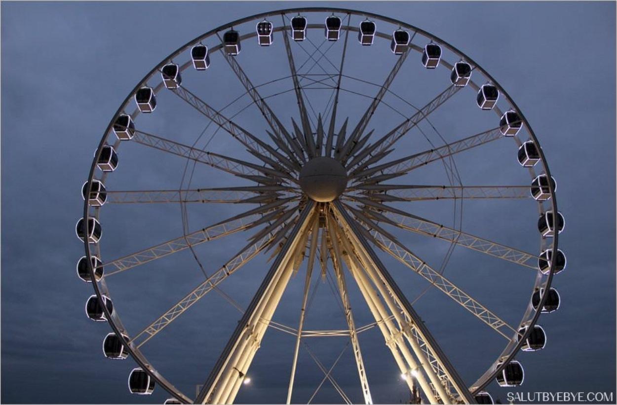 Grande roue de Brighton au coucher du soleil