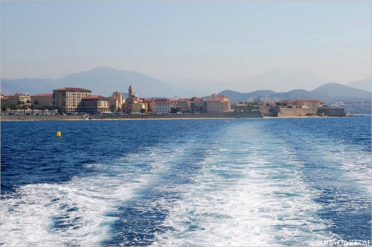 Départ d'Ajaccio en bateau vers les îles Sanguinaires