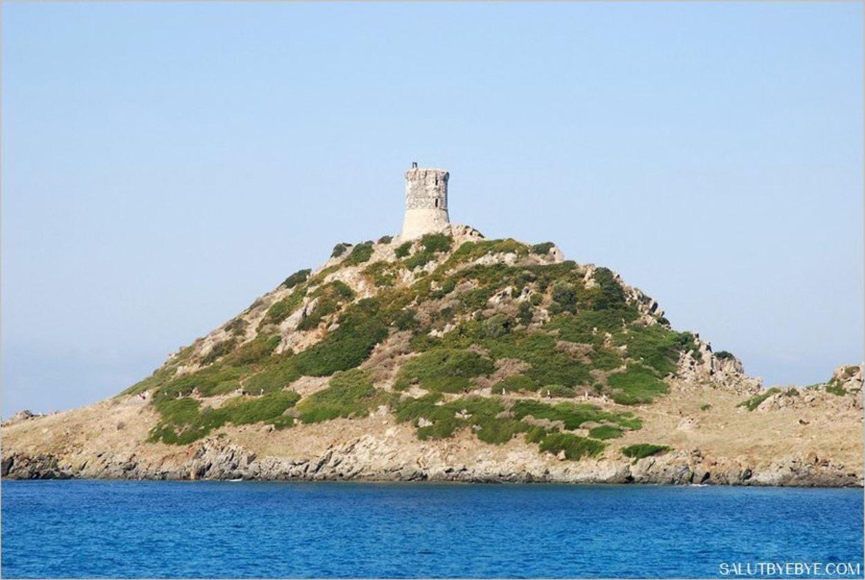 Tour génoise en Corse - Pointe de la Parata sur les Iles Sanguinaires