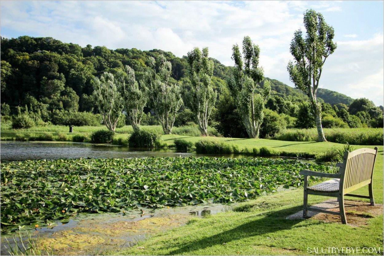 Le lac artificiel dans le Jardin des Personnalités à Honfleur