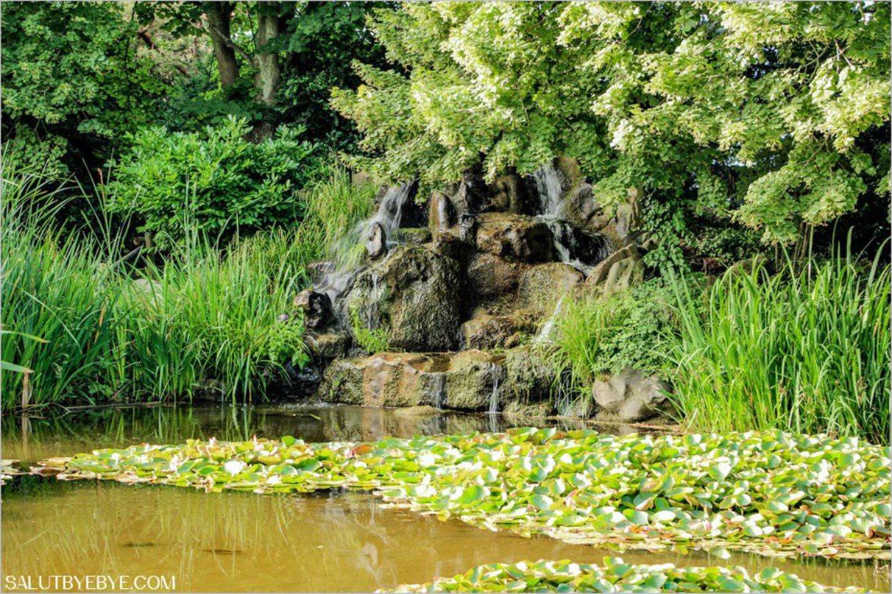 Une cascade dans le jardin public de Honfleur