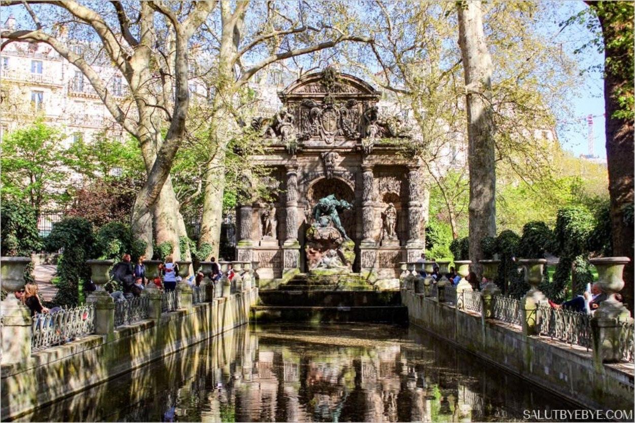 Fontaine de Médicis dans les Jardins du Luxembourg