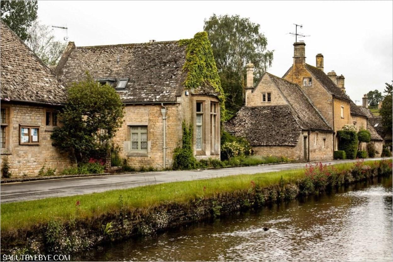 Village de Lower Slaughter dans les Cotswolds en Angleterre
