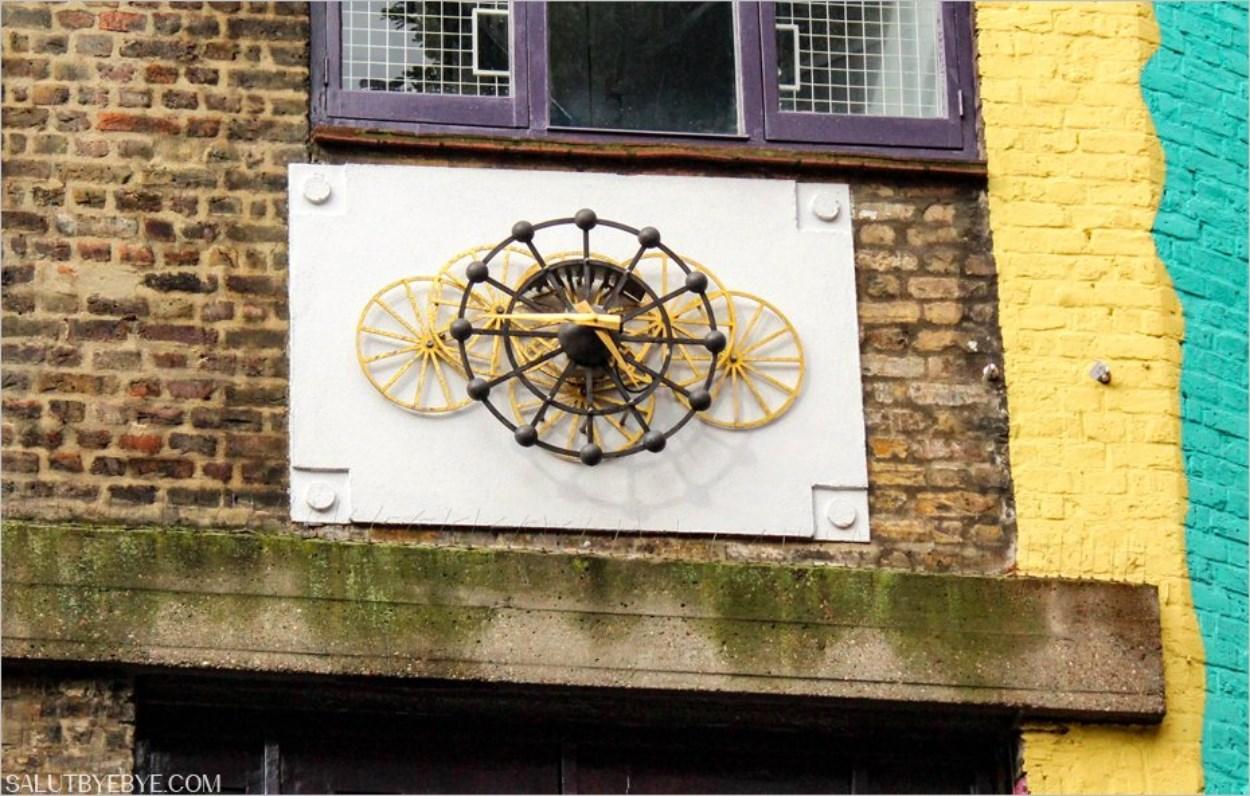 Neals Yard - Horloge