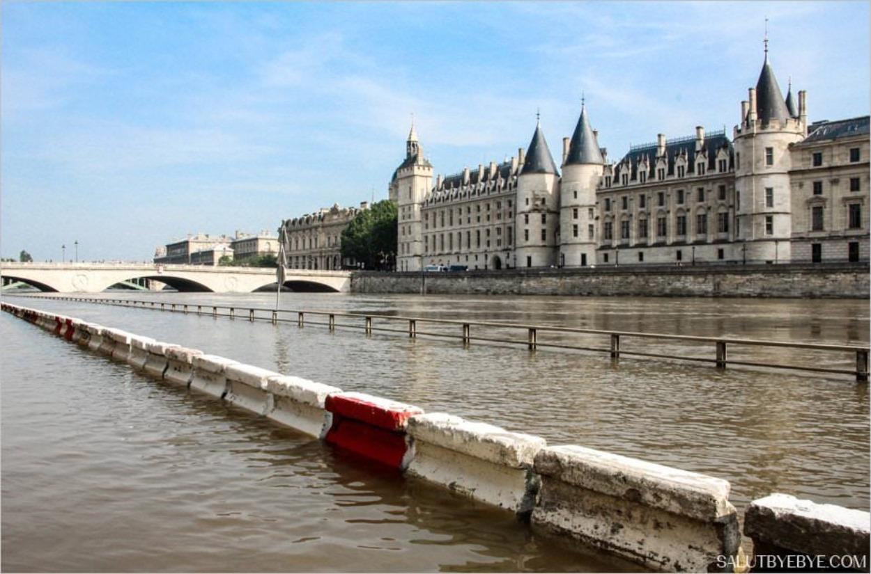 Crue de la Seine 2016 devant la Conciergerie de Paris