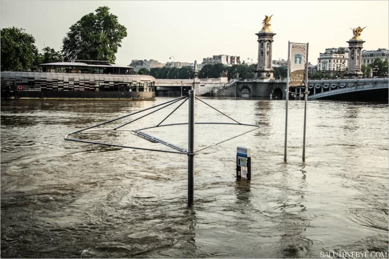 """L'embarcadère """"Champs-Elysées"""" du Batobus"""