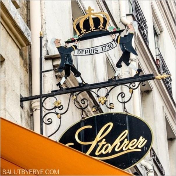 Enseigne de la pâtisserie Stohrer à Paris