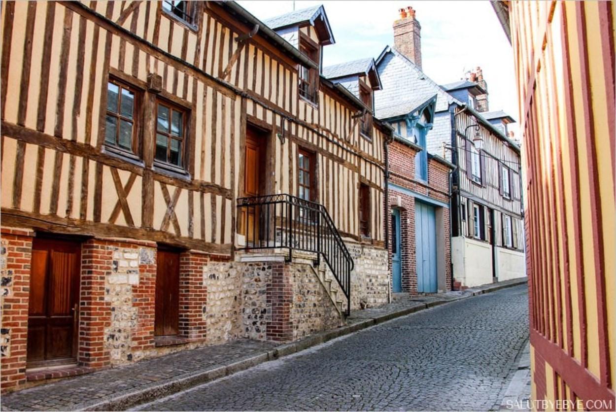 Une rue typique de Honfleur