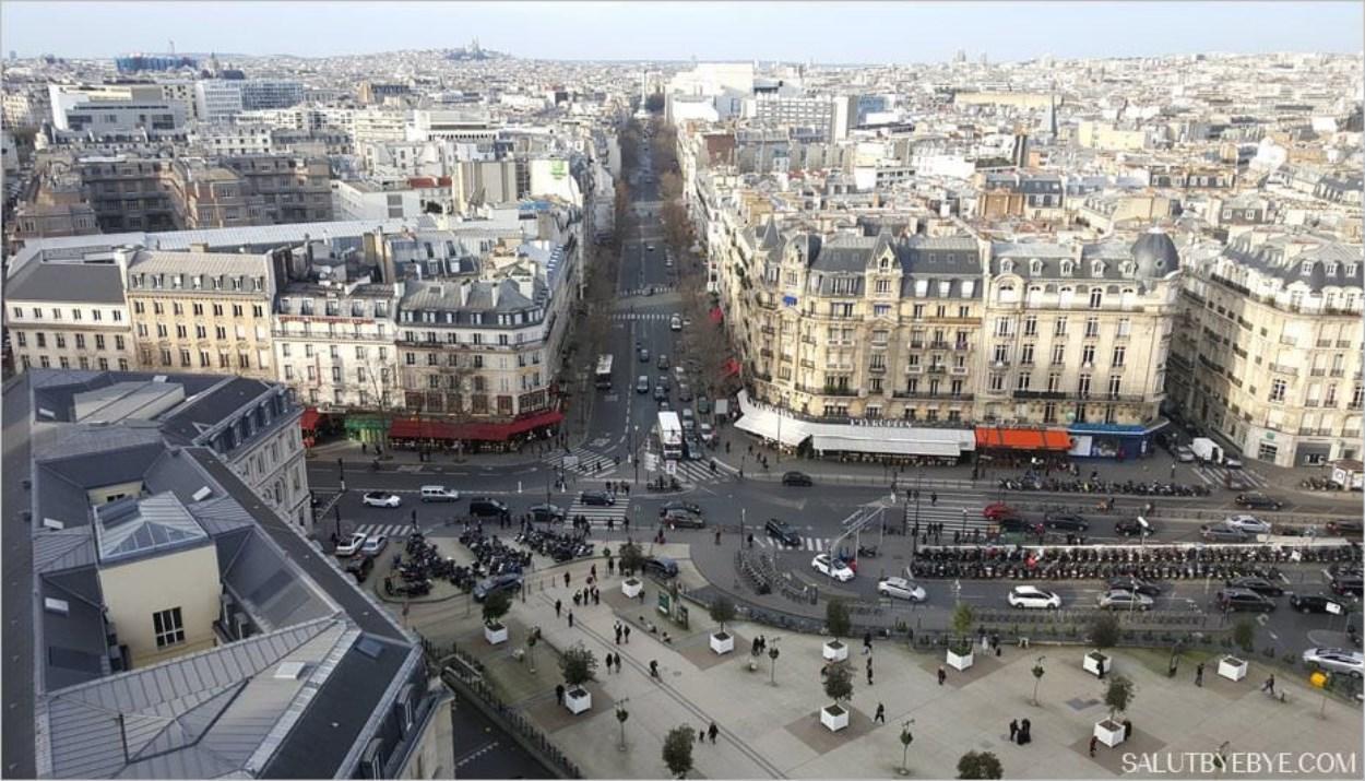 Face à la rue de Lyon, qui débouche sur la Place de la Bastille