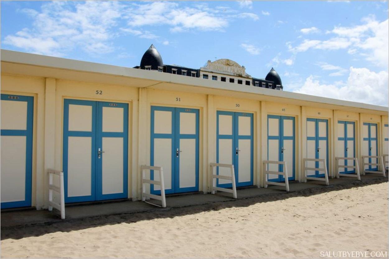 Les cabines de plage à Trouville et le Trouville Palace