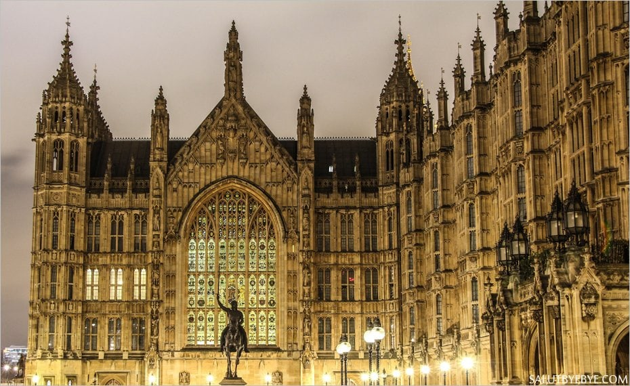 La statue de Richard Coeur de Lion au palais de Westminster à Londres