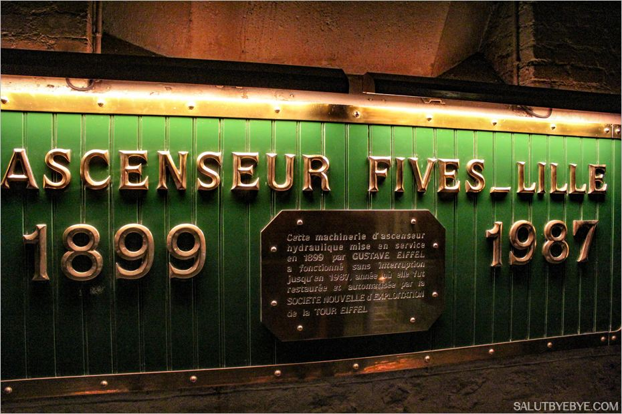 Dans les coulisses des ascenseurs de la Tour Eiffel