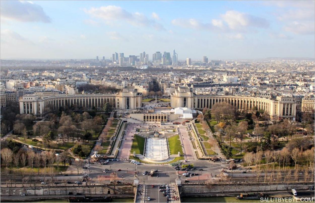 La vue depuis la Tour Eiffel : le Trocadéro et La Défense au loin