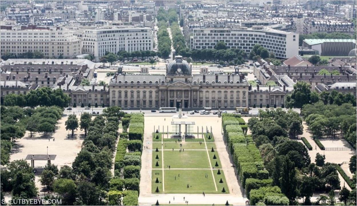 Vue depuis la Tour Eiffel - Le Champ de Mars et l'Ecole Militaire