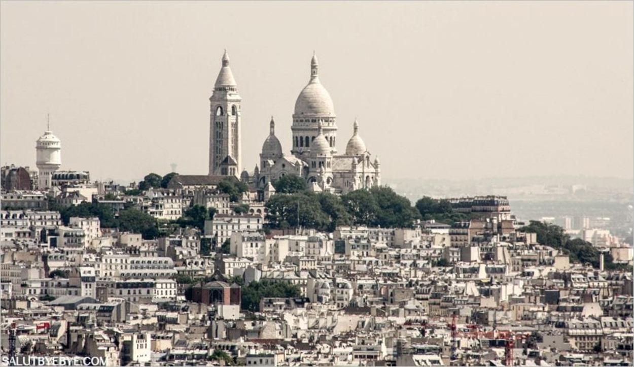 La basilique du Sacré-Coeur de Montmartre un jour de pollution