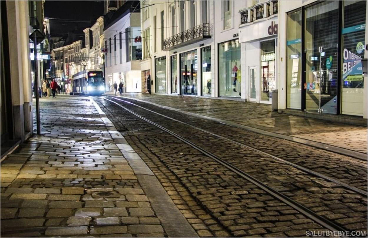 Le tramway de Gand circulant dans la Veldstraat