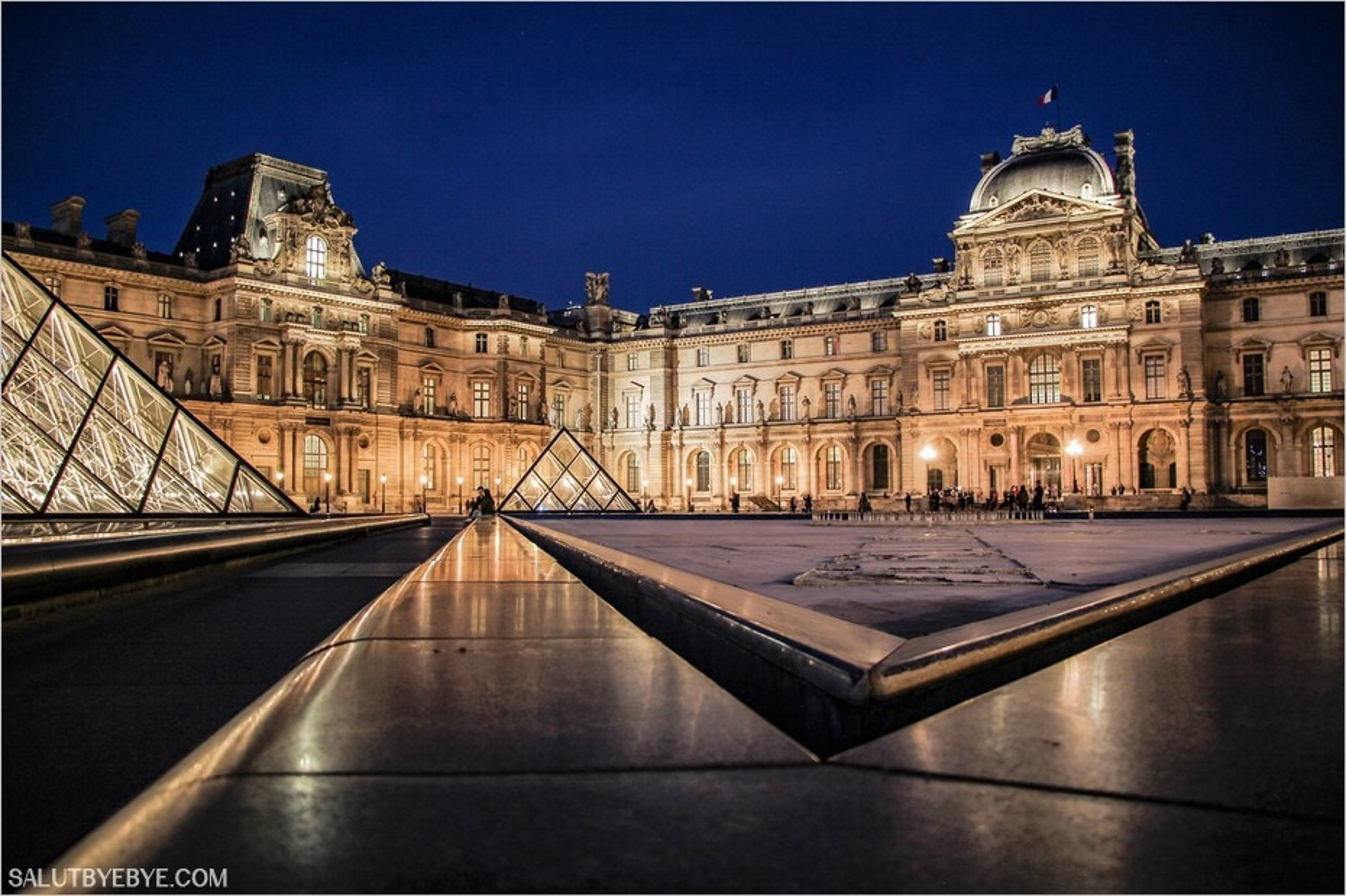 Le pavillon Sully vu depuis la cour Napoléon