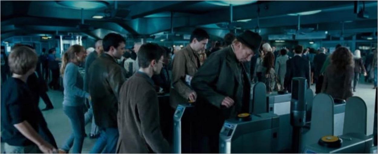 Arthur Weasley prend le métro à Westminster