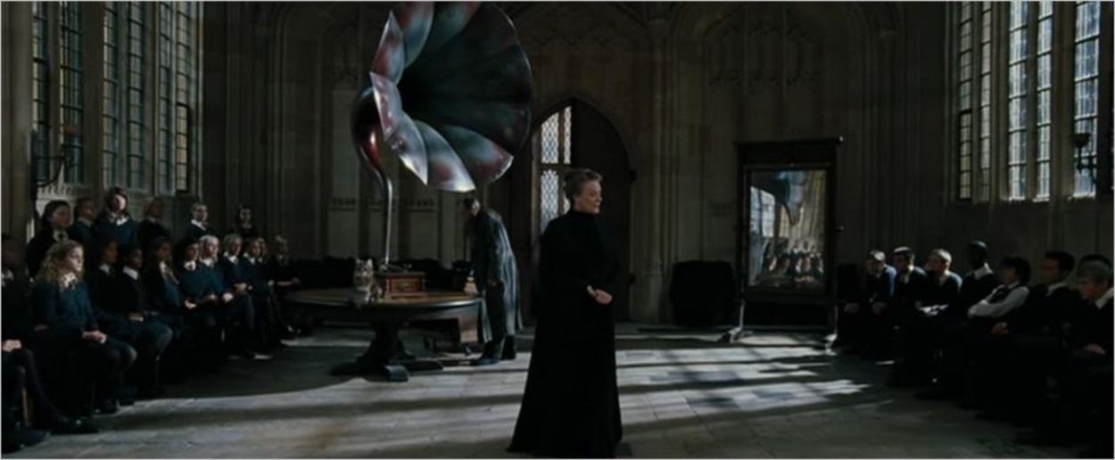 Le professeur McGonagall apprend à ses élèves à danser