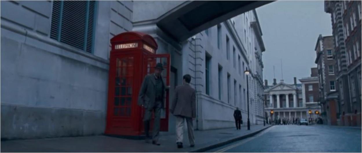 La cabine téléphonique qui marque l'entrée du ministère de la magie