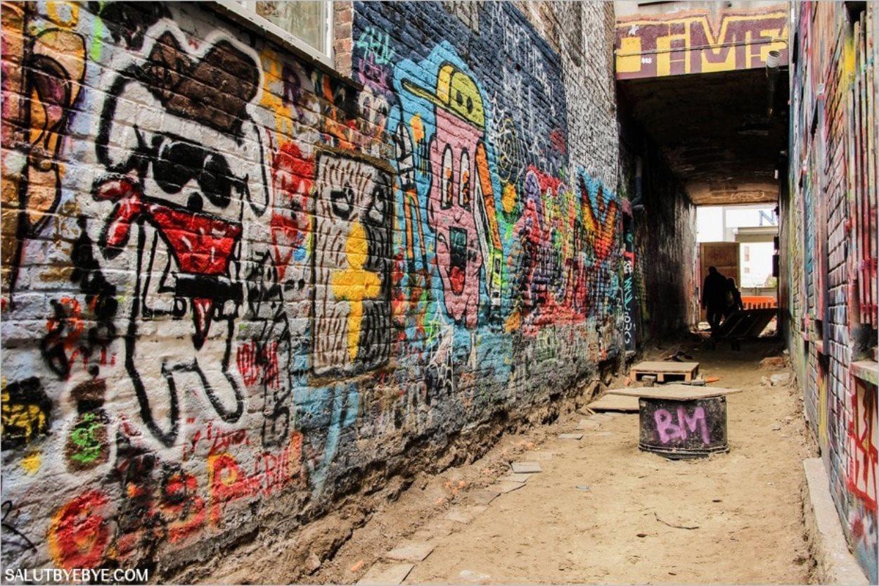 Le début de la ruelle aux graffitis côté Hoogport