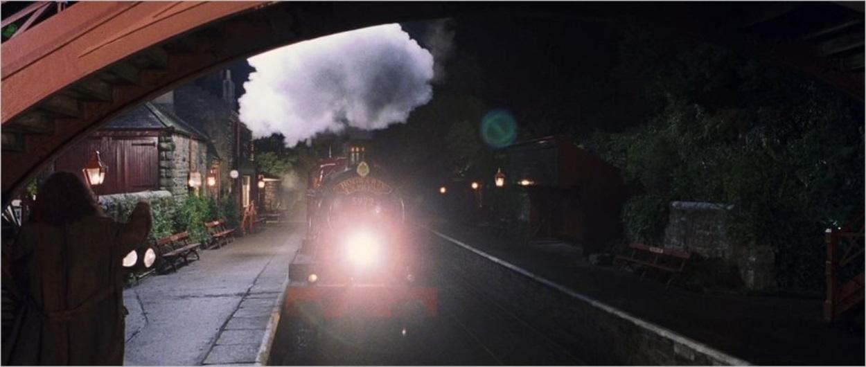 Arrivée du Poudlard Express à Pré-au-Lard