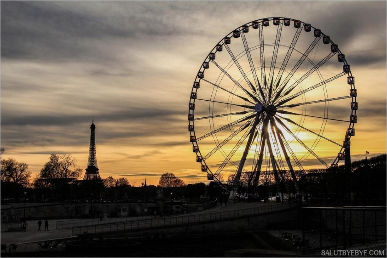 Coucher de soleil sur la Tour Eiffel et la Grande Roue de la Concorde