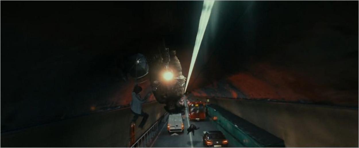 Harry Potter poursuivi par les Mangemorts dans le Queensway Tunnel