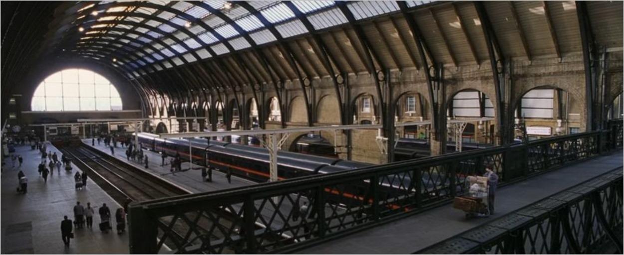 La passerelle où Harry Potter reçoit son billet pour Poudlard