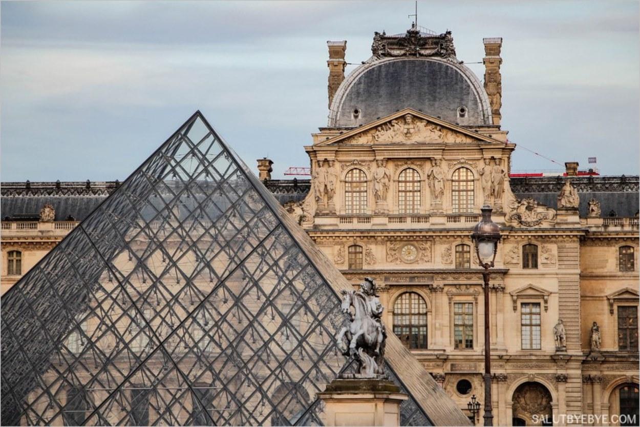 Le Louvre et sa pyramide emblématique